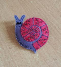 Brooch made of felt snail. Master Class.